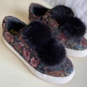Sneaker with fluff balls
